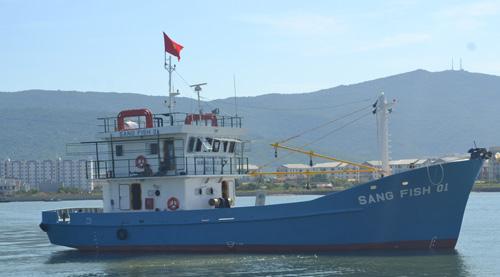 Cận cảnh tàu cá vỏ sắt đầu tiên sắp vươn khơi - 1