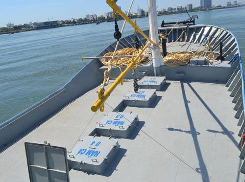 Cận cảnh tàu cá vỏ sắt đầu tiên sắp vươn khơi - 2
