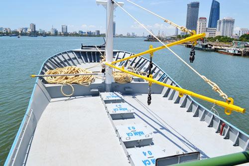 Cận cảnh tàu cá vỏ sắt đầu tiên sắp vươn khơi - 9