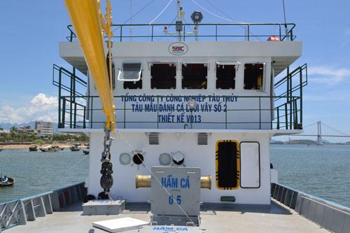 Cận cảnh tàu cá vỏ sắt đầu tiên sắp vươn khơi - 10