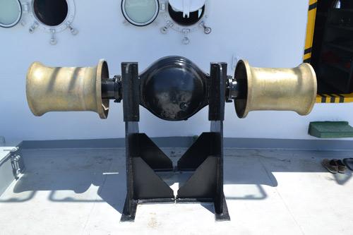 Cận cảnh tàu cá vỏ sắt đầu tiên sắp vươn khơi - 12