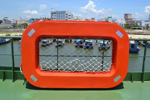 Cận cảnh tàu cá vỏ sắt đầu tiên sắp vươn khơi - 22