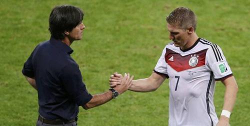 Schweinsteiger khen Van Gaal là HLV số 1, phớt lờ Low - 1