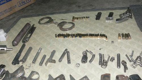 Đánh sập xưởng sản xuất súng ở đất Cảng - 1