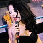 Bạn trẻ - Cuộc sống - Trang Cherry khoe tài sáng tác nhạc trong minishow