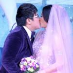 Phim - Danh hài Gia Bảo ngọt ngào hôn cô dâu tại lễ cưới