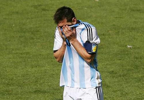 """Fan Argentina """"choáng"""" khi nghe Messi tâm sự với bố - 1"""