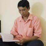 Bạn trẻ - Cuộc sống - Bỏ học 8 năm vì nghèo, sĩ tử mồ côi vay tiền đi thi