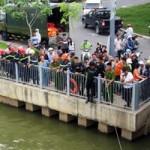 Tin tức trong ngày - TPHCM: Buồn chuyện gia đình, cụ bà nhảy sông tự tử