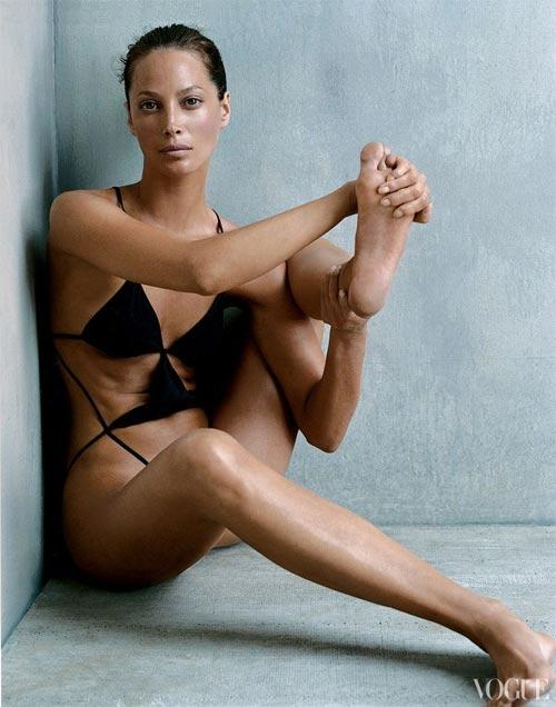 Nín thở ngắm người mẫu mặc bikini tập yoga - 4