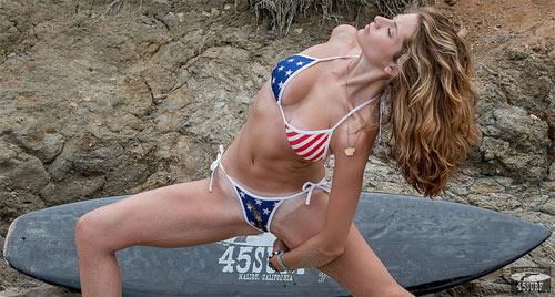 Nín thở ngắm người mẫu mặc bikini tập yoga - 9