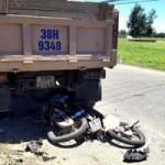 Tin tức trong ngày - Xe tải đâm xe máy, 2 người chết, 1 người nguy kịch