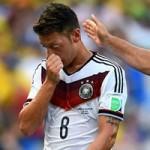 Bóng đá - Đức thắng đậm, Ozil vẫn bị chỉ trích dữ dội