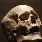 Phi thường - kỳ quặc - Cô gái ăn, ngủ cạnh xác chết mẹ suốt 3 năm