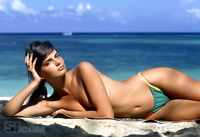 10 thiên thần bikini sexy nhất trong 50 năm qua - 1