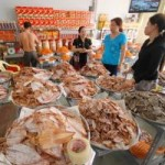Thị trường - Tiêu dùng - Mực khô rớt giá 50%, ngư dân không dám ra khơi