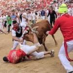 Du lịch - Lạ kỳ lễ hội bò tót rượt người ở Tây Ban Nha
