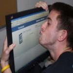 Thời trang Hi-tech - Facebook đã gây nghiện cho con người như thế nào?