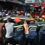 Tin tức trong ngày - Cháy cửa hàng, dân giúp công an kéo ô tô chạy lửa