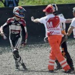 Thể thao - Sốc ở GP Moto 3: Schouten và Deroue tẩn nhau