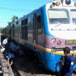 Tin tức trong ngày - Một phụ nữ thoát chết hy hữu dưới gầm tàu hỏa