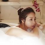 Choi Ji Woo khoe da trắng ngần trong bồn tắm