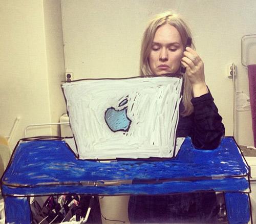 """Nữ họa sỹ """"tự sướng"""" với hình ảnh sáng tạo - 5"""
