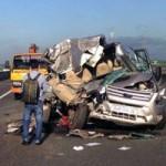 Tin tức trong ngày - Xe khách tông xe tải trên cao tốc, 8 người thương vong