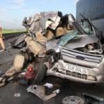 Tin tức trong ngày - Mẹ nhìn con trai chết thảm trên xe khách bị nạn ở cao tốc