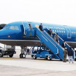 Tin tức trong ngày - Hàng không hủy, đổi nhiều chuyến bay vì bão Thần Sấm