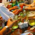 Tin tức trong ngày - Cấm bán rượu bia sau 10h đêm: Người uống cũng phạt