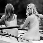 Phi thường - kỳ quặc - Ảnh 17 sinh viên khỏa thân chèo thuyền gây tranh cãi