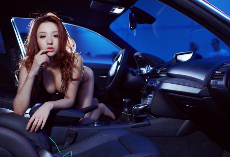 Sôi sục bộ ảnh thiếu nữ tạo dáng bên BMW - 9