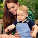 """Tin tức trong ngày - Anh: Hoàng tử bé """"bắt bướm"""" trong sinh nhật đầu đời"""