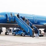 Tin tức trong ngày - Khách mở cửa thoát hiểm máy bay VNA để… xuống sớm