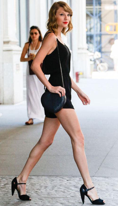 """Đôi chân """"vạn người mê"""" của Taylor Swift - 1"""