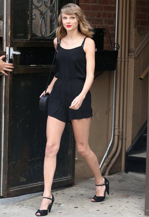 """Đôi chân """"vạn người mê"""" của Taylor Swift - 2"""
