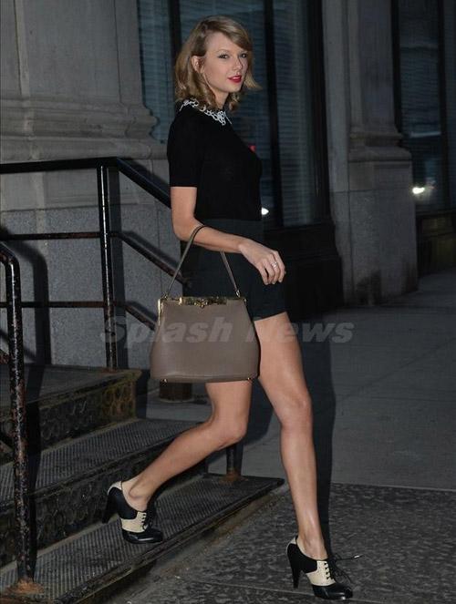 """Đôi chân """"vạn người mê"""" của Taylor Swift - 3"""