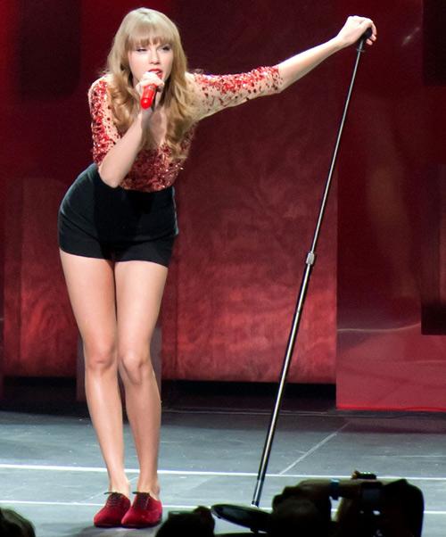 """Đôi chân """"vạn người mê"""" của Taylor Swift - 11"""