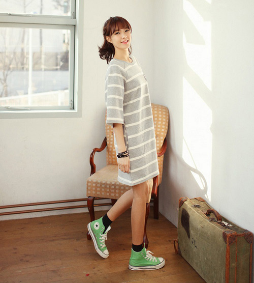 Mặc váy xòe với giầy thể thao không khó - 3