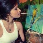 Phi thường - kỳ quặc - Video: Cô gái khuyết tứ chi vẽ tranh bằng miệng tuyệt đẹp