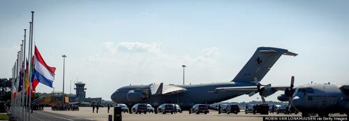 Ảnh: Hà Lan đón nạn nhân MH17 trở về - 2