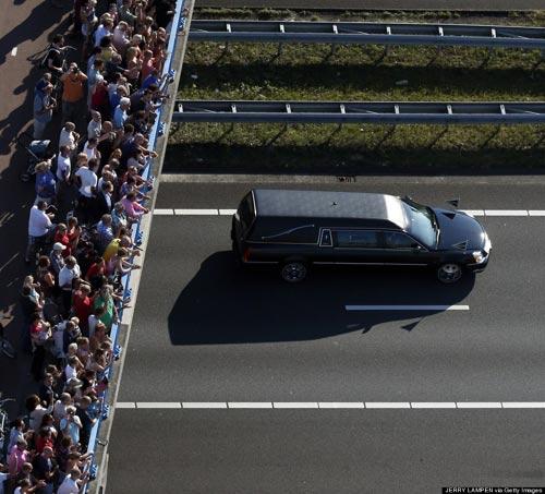 Ảnh: Hà Lan đón nạn nhân MH17 trở về - 6
