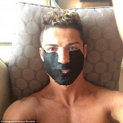 Cristiano Ronaldo ngày càng điệu - 6