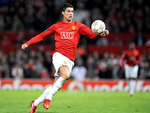 Ronaldo sẽ tái ngộ MU, Real có Roberto Carlos mới - 1