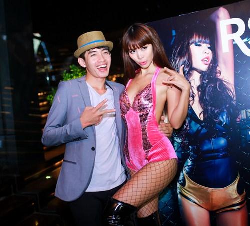 Hà Anh mặc táo bạo giới thiệu MV mới - 9