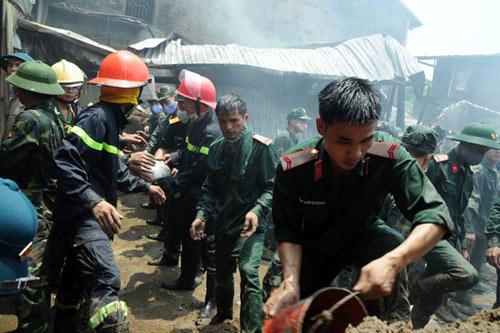 Sau tiếng nổ lớn, kho chứa cồn bốc cháy ngùn ngụt - 5