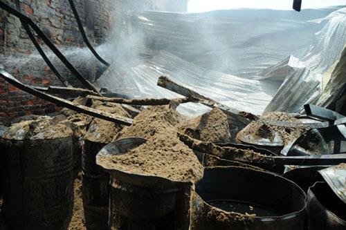 Sau tiếng nổ lớn, kho chứa cồn bốc cháy ngùn ngụt - 7