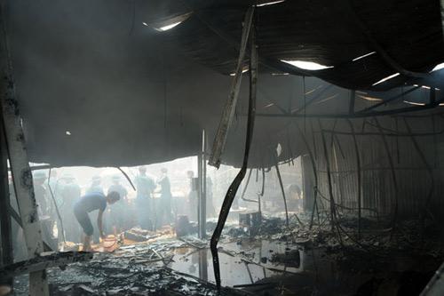 Sau tiếng nổ lớn, kho chứa cồn bốc cháy ngùn ngụt - 9