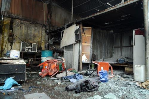 Sau tiếng nổ lớn, kho chứa cồn bốc cháy ngùn ngụt - 11